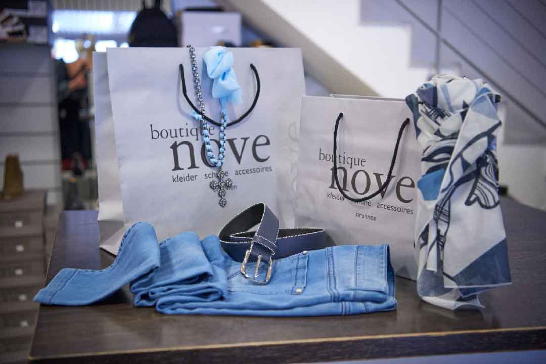 Jeans, Gurt und boutique nove Tragtasche.